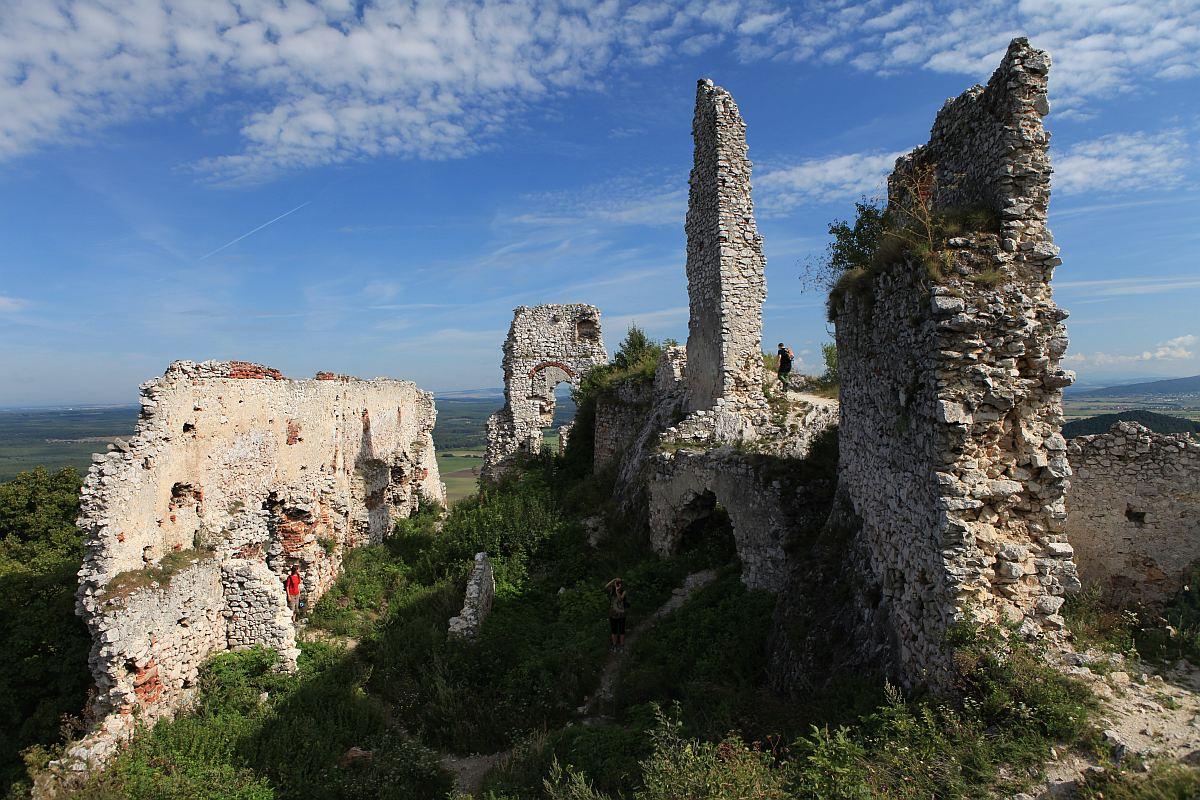 Carpathian castle ruins tour: by Authentic Slovakia