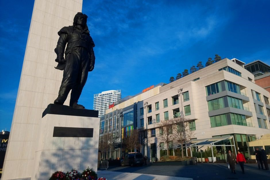 Eurovea Mall and Stefanik Statue